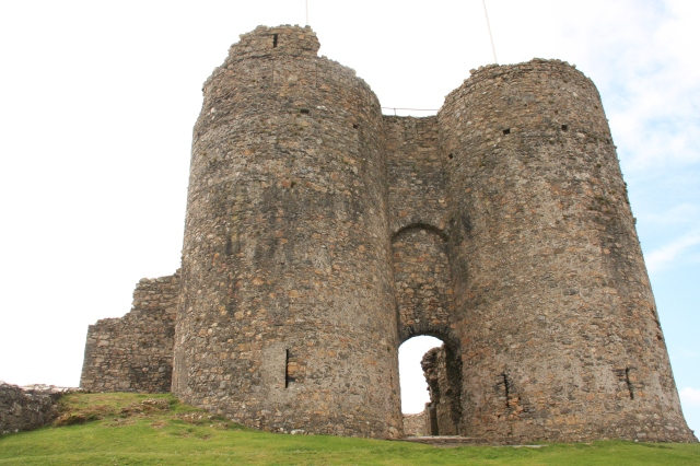 Llywelyn's inner gatehouse.JPG